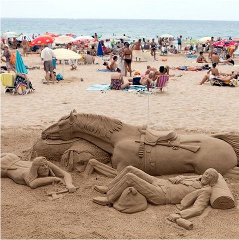 Скулптури от пясък на плажа