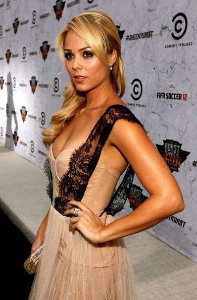 Watched her on White Collar, Actress Laura Vandervoort I love this dress