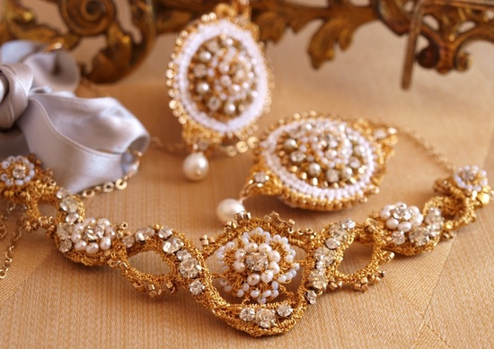 Handmade gold lace bridal tiara and earrings by Edera Jewelry