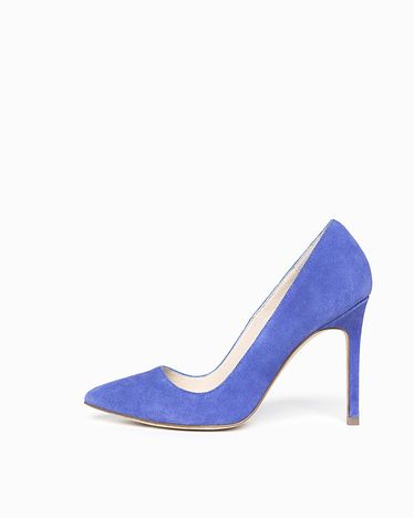I will never tire of blue suede shoes for brides. Ever.