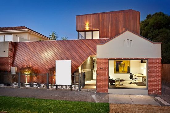Elwood House by Platinum Building Group www.homeadore.com...
