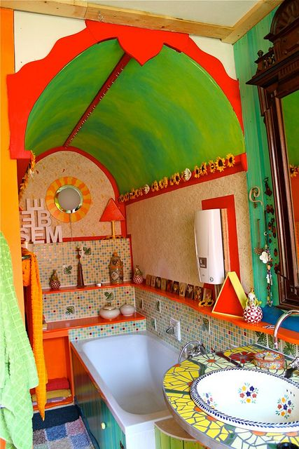 colorful place to bath. Yes?   #bohemian #bathroom