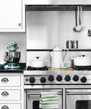 How to know whether you should use should use the upper, middle, or lower rack in your oven.