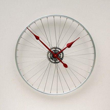 recycled bike wheel clock.. neat!!