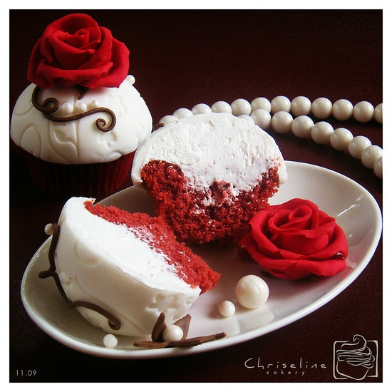 Red Velvet and roses. Love this!