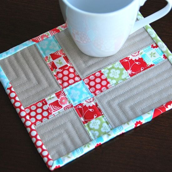 mug rug---simple and pretty! I like the quilting too.