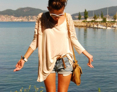 Loose Cream 3/4 Sleeve, Rolled Light-Wash Cut-Offs, Brown Belt, Yellow Shoulder Bag and White Sunnies
