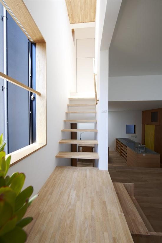 House in Futakoshinchi, Kanagawa, 2010 by TATO ARCHITECTS  #architecture #japan #stair #house #????