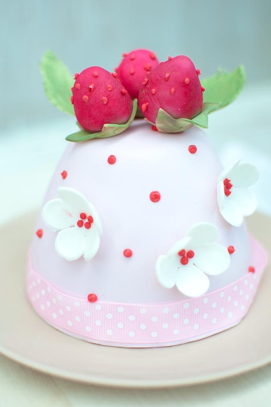 Tiny strawberry cake