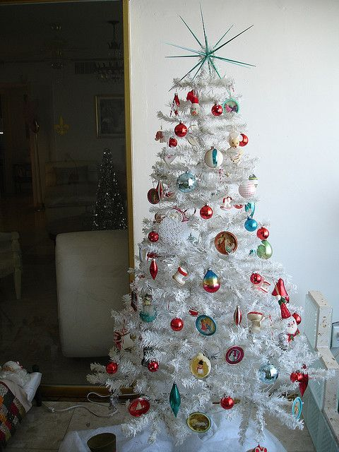 Turquoise & Red Vintage-Style Christmas Tree