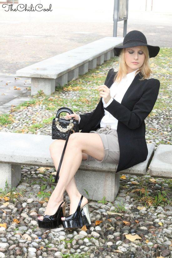 #fashion #fashionista @Alessia Milanese OUTFIT SEDUTA3 Cinquanta sfumature di nero.
