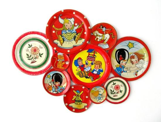 Tin play tea set dishes