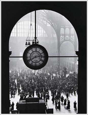 Farewell of Servicemen, Clock at Pennsylvania Station, New York City, 1943. A. Eisenstaedt.
