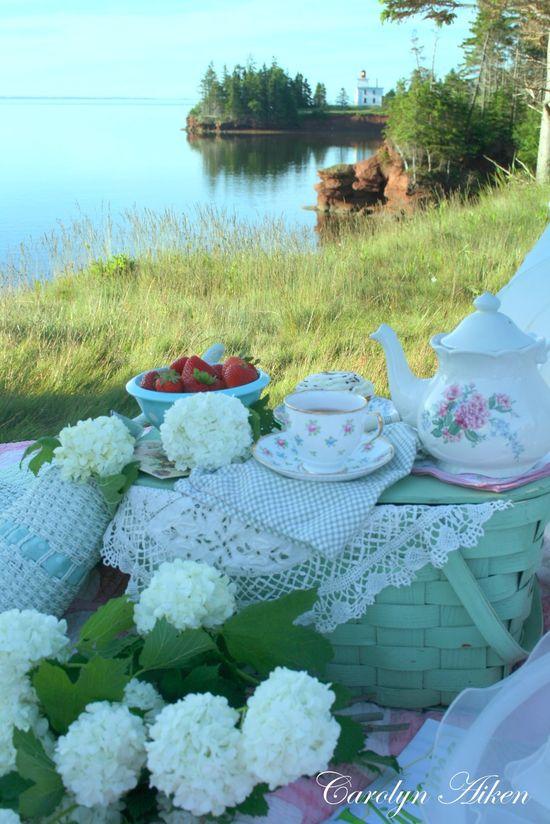 for a very pretty waterside breakfast picnic