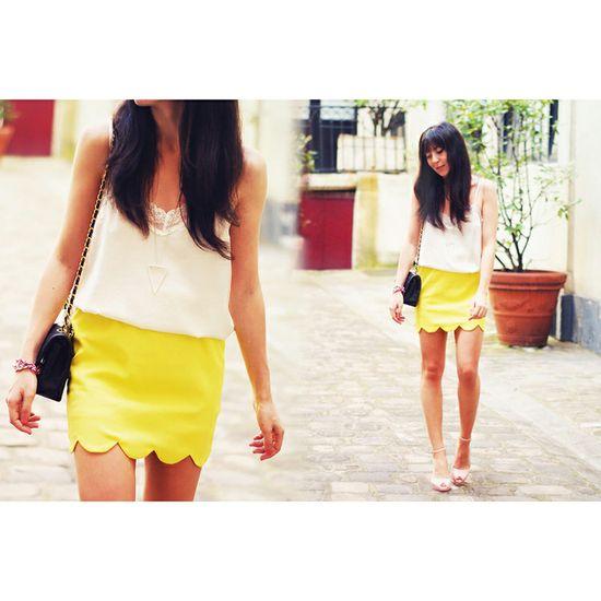 Yellow scallop trim skirt