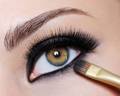 Pretty eye makeup...smudge brush.