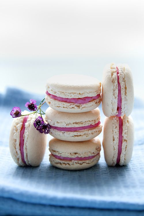 Sweetly lovely Pink Champagne filling stuffed Chestnut Macarons. #food #macarons #wedding #pink
