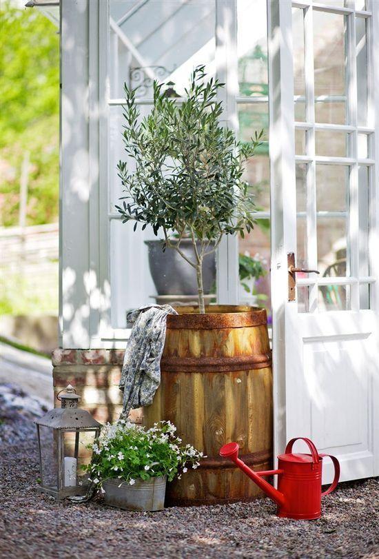 Wonderful Greenhouse in the Swedish Garden #interior #design #greenhouse #outdoors #garden #swedish #sweden #interioridea #howtodesign