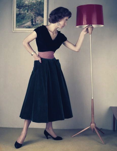 I adore generously sized pockets on 50s dresses and skirts! #vintage #fashion #1950s