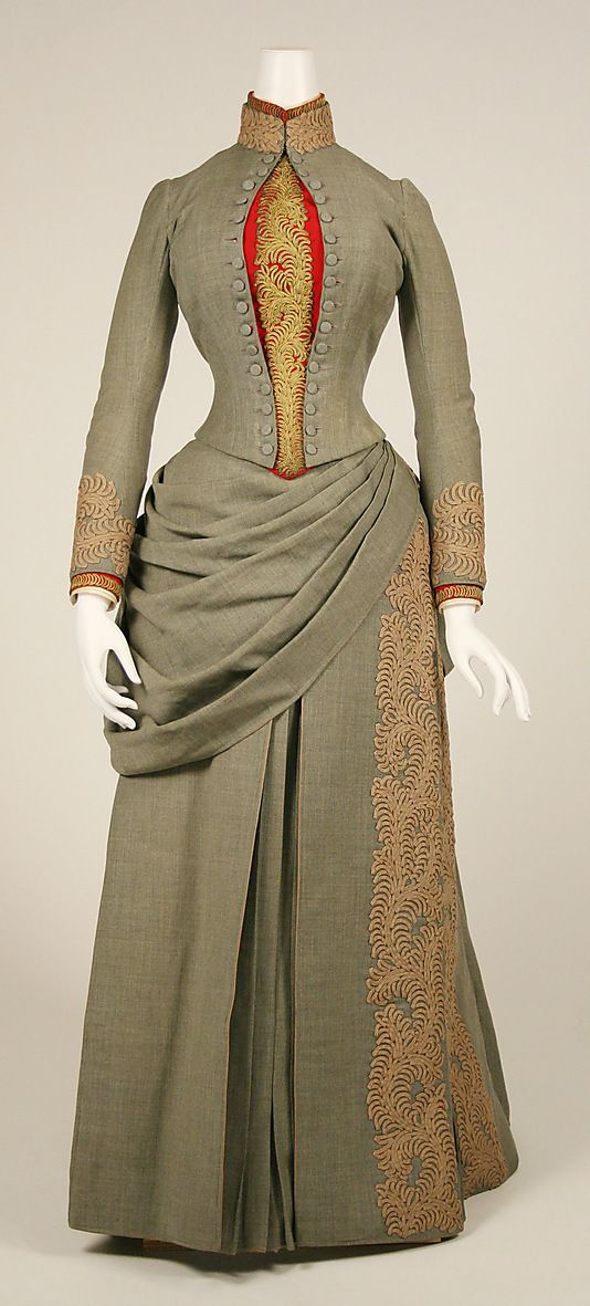 1887 American wool travelling dress. Lovely, simple dress, with some very nicely done trim. And beautiful curved welt pockets!