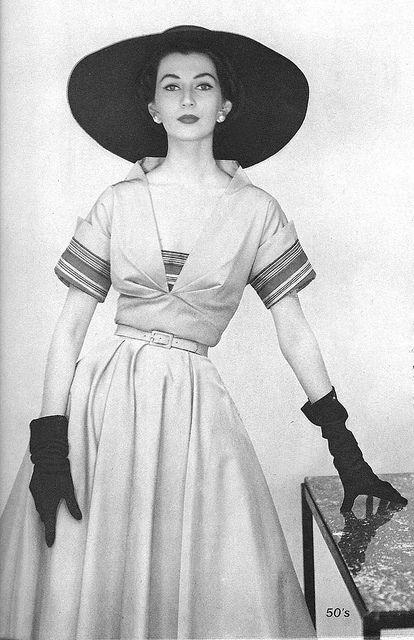 Dovima February 1952