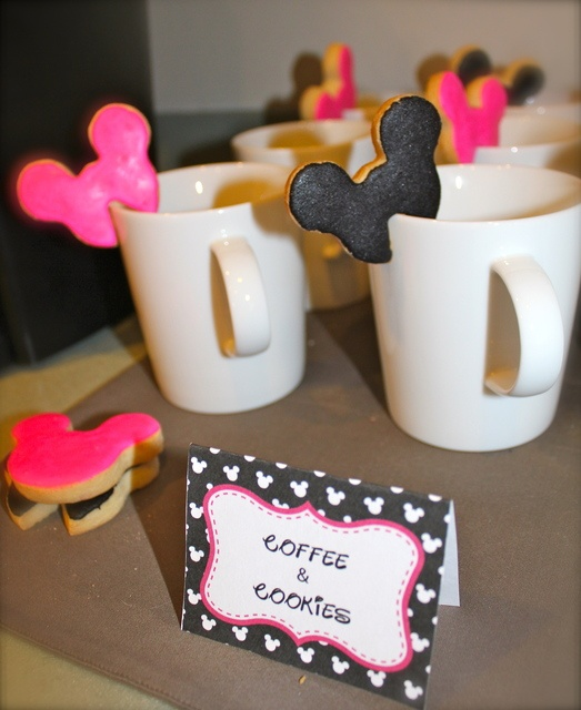 Cookies on a cup at a Minnie Mouse Party #minniemouse #partycookies