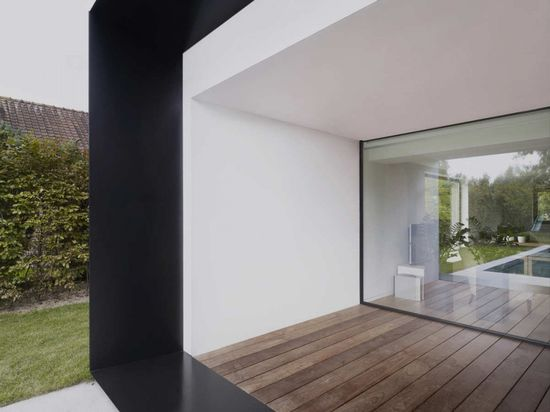 :: ARCHITECTURE :: Photo Credit: Graux & Beyens architecten a Belgian architecture firm - adore! Lovely exterior cladding to overhang detail with finish extending along floor plate seamless with glazing wall - love! #architecture www.SkylivingOrla...