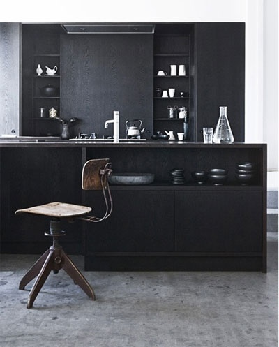 Dark kitchen via nordicdesign.ca/  #kitchen #black #interior