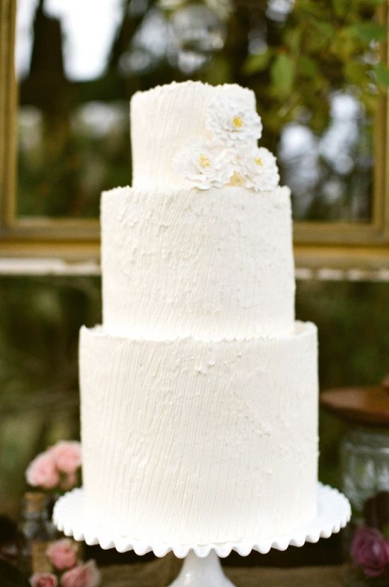 simple white cake from Classic Cakes // photo by Alea Lovely