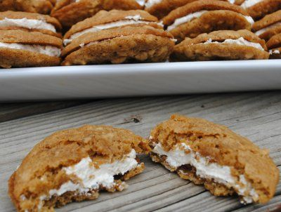 Oatmeal Cream Pie- just like Little Debbie but homemade! Wrap individually for on the go! @shugarysweets