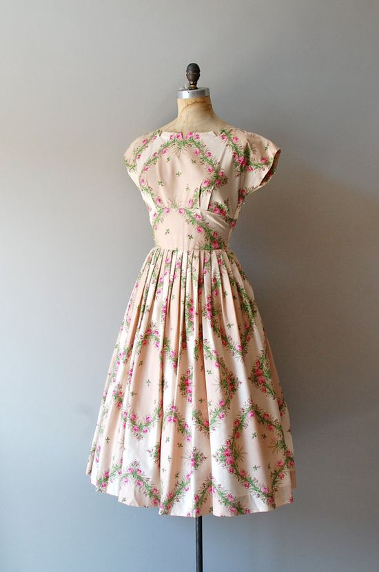 Gorgeous print on this1950s dress \\ 50s floral print dress  #summer #fashion #floral #dress #1950s #partydress #vintage #frock #retro #sundress #floralprint #romantic #feminine