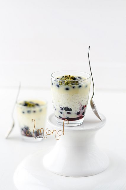 milk rice with white chocOlate sauce and blueberries