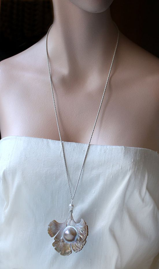 The Shinsei necklace with an exquisite Ginkgo leaf carving.