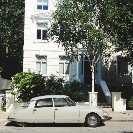 cars in notting hill.