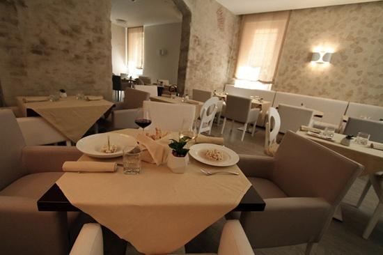 Chic restaurant interior design by Marchi, Italian design & build company