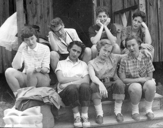 Love the array of causal 1950s summer outfits going on here. #women #vintage #summer #camp #1950s #shoes #jeans #fashion #hair