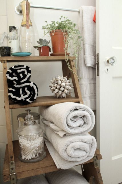 Ladder as bathroom storage.