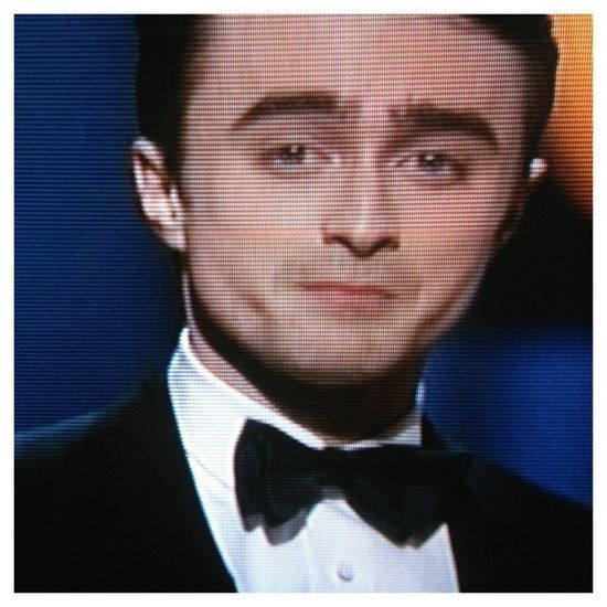 #oscar2013 at least Harry -Daniel Radcliffe - Potter grown up a very elegant man, indeed! Congrats a seu personal stylist :: a true one!! #oscar2013 a noite do verdadeiro smoking - #modamasculina_lularodrigues #eladigital_oglobo #modamasculina_lularodrigues #menstyle #mensfashion #oscar #style -