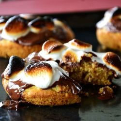 S'mores Deep Dish Cookies that are too good to miss. Pure bliss. #foodgawker