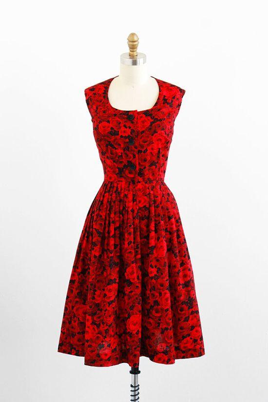 vintage 1950s dress / 50s dress / Red and Black Roses Floral Print Dress