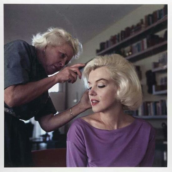 Marilyn getting her hair styled