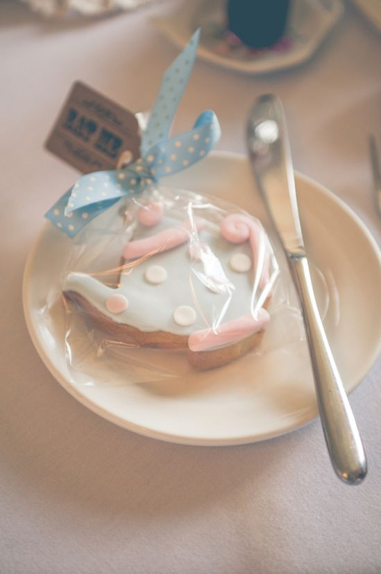 tea cup wedding favour www.andreaellison...