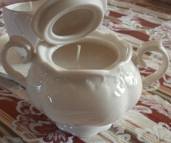 Making Sugar Bowl Candles and Tea Cup Candles is an easy, frugal, do-it-yourself gift