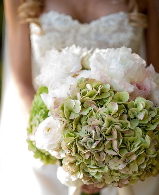 Photo: Jennifer Lindberg Weddings // Wedding Consultant: Maggie Gillespie Designs // Featured: The Knot Blog