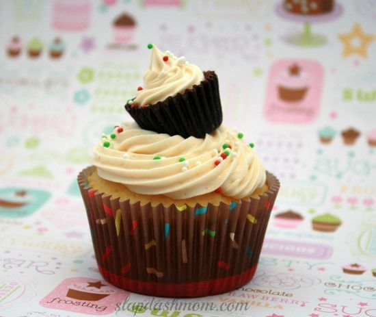 On Top Of Ole Cupcake (French Vanilla Cupcake #Recipe + Whipped Peanut Butter Frosting + Mini Reeses on top)