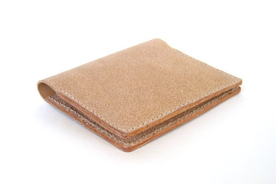 Rock out with your rough out! This leather wallet is constructed with the flesh side of the leather facing out, which has a look similar to vegetable tanned suede. It's not as soft as suede, but is way more durable, making it perfect for daily use.