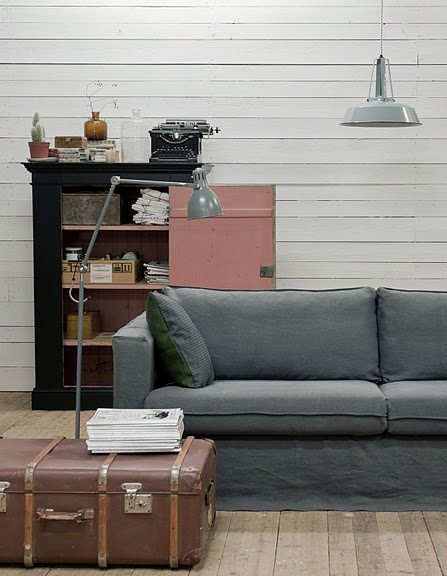 #interior #decor #styling #scandinavian #livingroom #grey #suitcase #pink #natural #industrial
