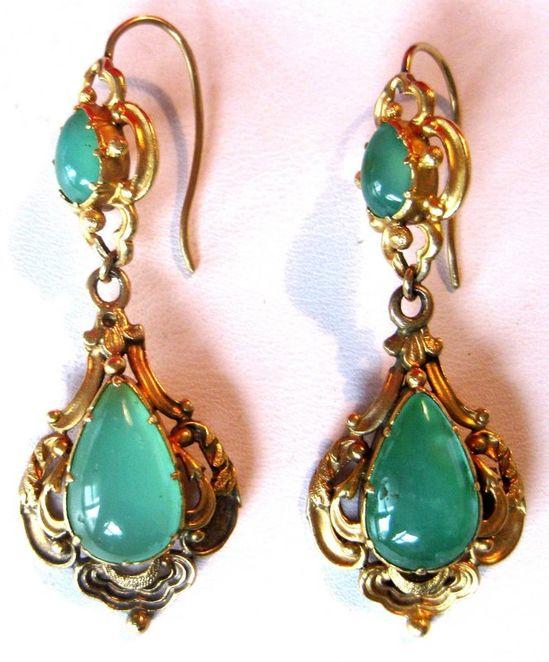 Pair of Georgian 18K Gold & Chrysoprase Earrings Circa. 1810-1820