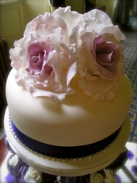 Handmade Rose Dome by Kirsty Cakes, via Flickr