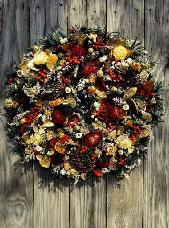 Natural Woodland Wreath - 30 Beautiful And Creative Handmade Christmas Wreaths